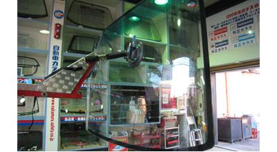 バス・トラック・重機・特殊車両のガラス交換もOK
